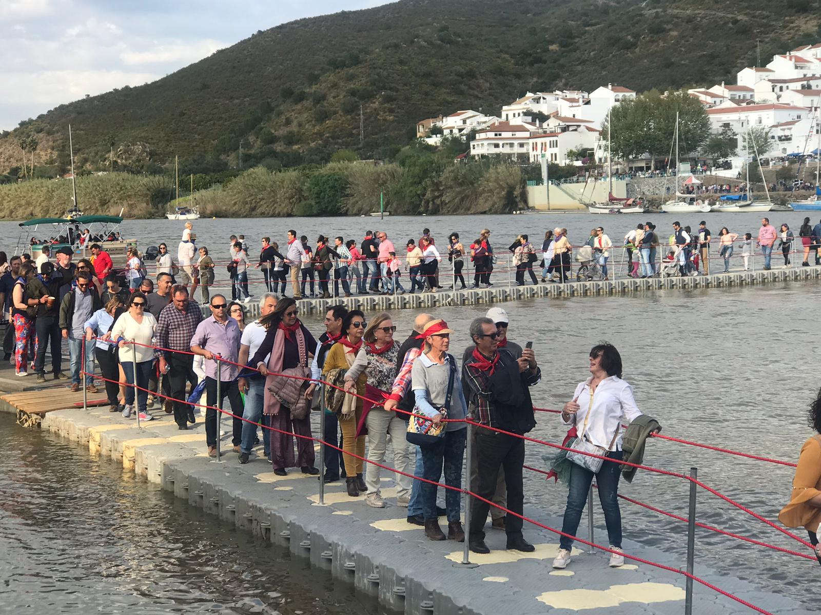 Puente-flotante-pasarela-flotante-feria-contrabando-Unibis19