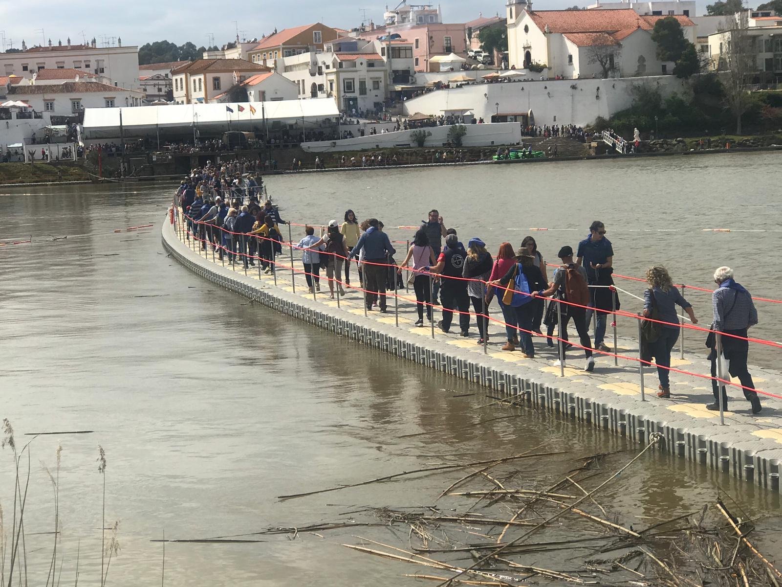 Puente-flotante-pasarela-flotante-feria-contrabando-Unibis20